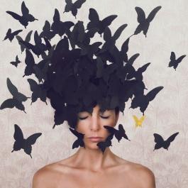 """© Maria Chiara Piglione_The golden butterfly - Elsewhere dal progetto fotografico """"Oltre lo Specchio di Alice"""""""