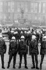 Krzysztof Miller © Gazeta Agency  La Rivoluzione di velluto - proteste che hanno portato al rovesciamento del sistema democratico popolare e alla trasformazione statale della Cecoslovacchia. Praga, Piazza Venceslao, 29.11.1989