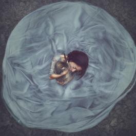 """© Maria Chiara Piglione_Protection dal progetto fotografico """"Oltre lo Specchio di Alice"""""""