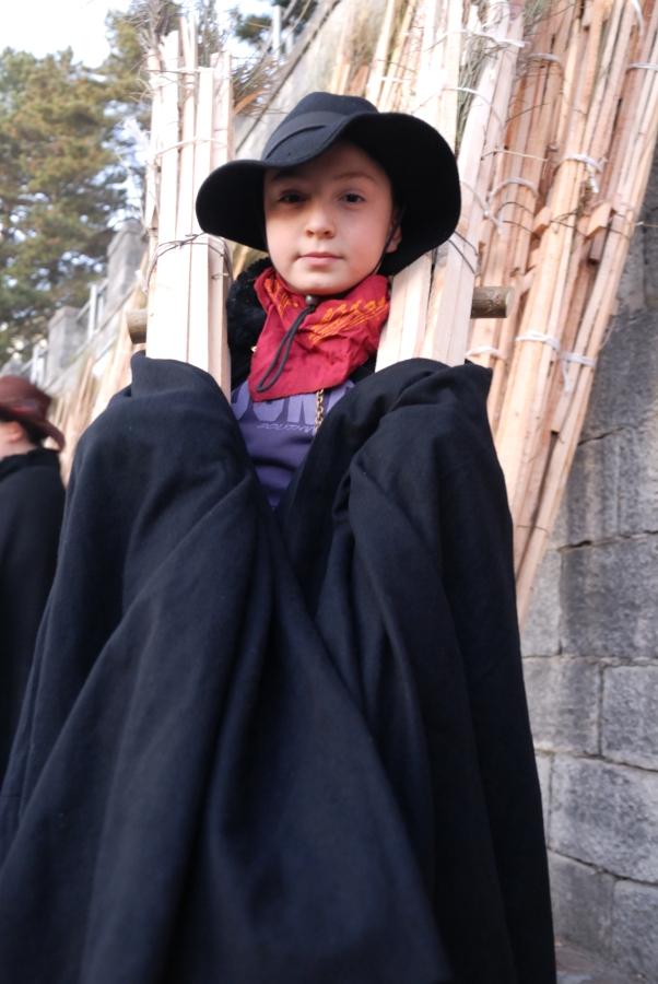 giovane trasportatore prima della sfilata